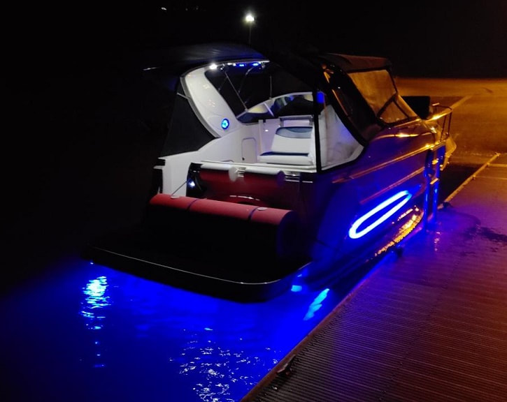 04 Maxim 29SE, complete remodel by James Boat and Fiberglass Repair, Dixon, CA - cool underwater and side lighting by JBR